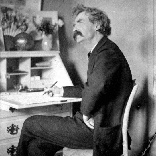 Mark Twain escribiendo