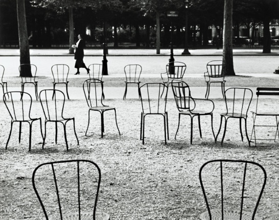 chaises-de-paris-1927-andre-kertesz