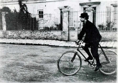 Alfred Jarry en bicicleta